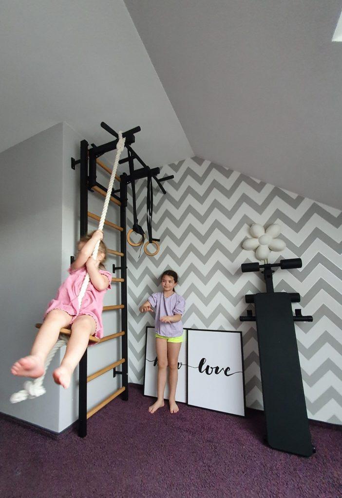 huśtawka dla dzieci w domu